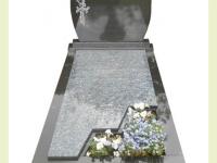Graniet met tuinperk en tweede voetstuk