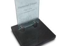 Glazen urnmonument - Freud