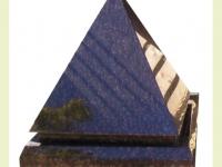 Urnsteen van graniet - piramide